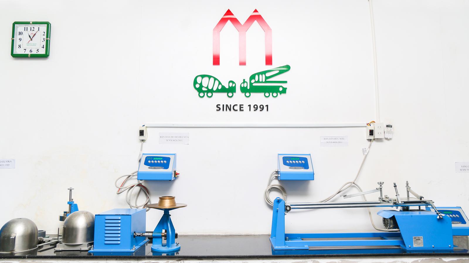 Phòng thí nghiệm trung tâm với hệ thống máy móc chuyên dụng
